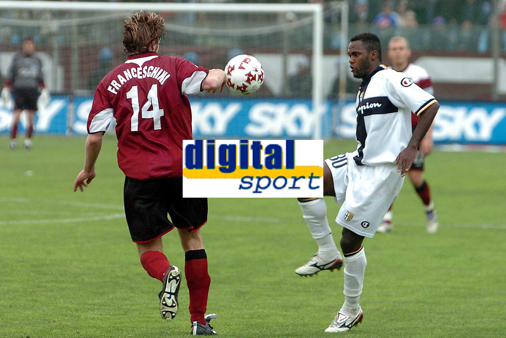 Fotball<br /> Serie A Italia 2004/05<br /> Reggina v Parma<br /> 10. april 2005<br /> Foto: Digitalsport<br /> NORWAY ONLY<br /> Simplicio Parma and Franceschini Reggina