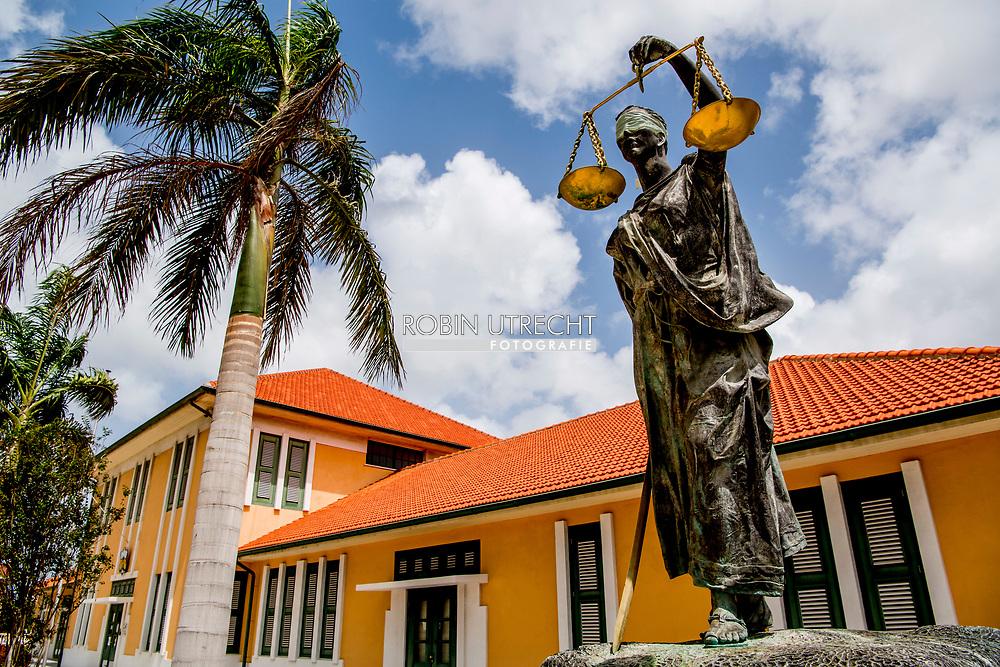 ARUBA - Oranjestad vakantie gangers op het strand van aruba met flamingos genieten van het mooie eiland en de zee . cruiseschip , cruise , boot ,  copyright robin utrecht<br /> rechtbank dwaling | gerechtelijke | gerechtelijke dwaling | gerechtigheid | justitia | justitie | recht | rechtspraak | uitspraak | vonnis | vrouwe | vrouwe 2016 | afbeelding | afweging | beeld | blinddoek | criminaliteit | eerlijk | eerlijkheid | gelijkheid | gerechtigheid | gerechtshof | godin | griekse | holland | justitia | justitie | kunstwerk | misdaad | misdrijf | nederland | onbevooroordeeld | personificatie | proces | recht | rechtbank | rechtsgang | rechtspraak | rechtstaat