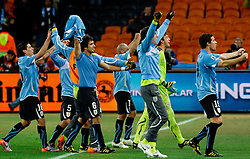 02.07.2010, Soccer City Stadium, Johannesburg, RSA, FIFA WM 2010, Viertelfinale, Uruguay (URU) vs Ghana (GHA) im Bild Players of Uruguay celebrate after penalty shots, EXPA Pictures © 2010, PhotoCredit: EXPA/ Sportida/ Vid Ponikvar, ATTENTION! Slovenia OUT