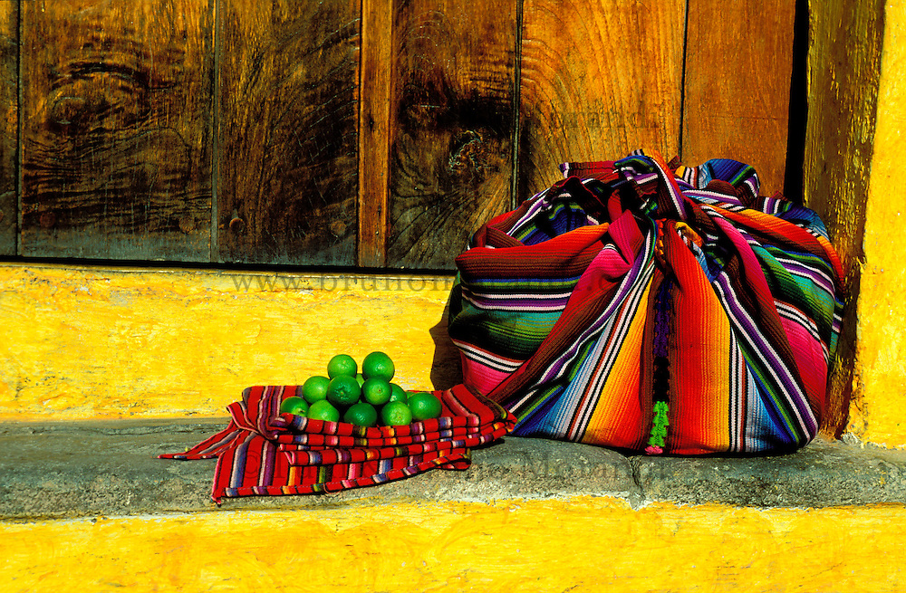 Guatemala - Antigua - Marché hebdomadaire // Guatemala. Antigua. Weekly market.