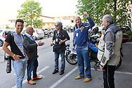 39° Giro del Trentino Melinda, 3 tappa Ala Fierozzo,lo Staff Bettini photo, Dario,Soncini,Ilario Roberto,e il motociclista Gianni, 23 Aprile 2015 © foto Daniele Mosna