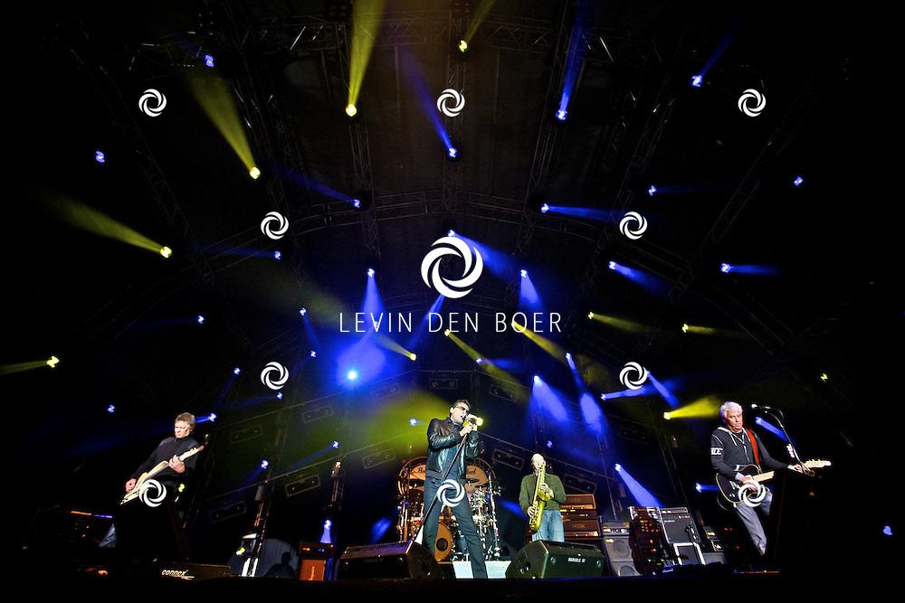 LIESHOUT - Op het festivalterrein van Bavaria Open Air trad de Golden Earing op met op de foto het podium met de voltallige band Barry Hay, George Kooymans, Rinus Gerritsen en Cesar Zuiderwijk. FOTO LEVIN DEN BOER - PERSFOTO.NU