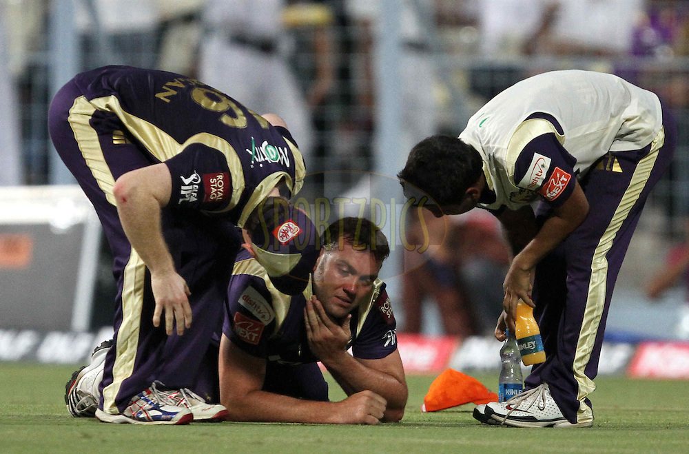 Jacques Kallis of KKR hurts during match 6 of the Indian Premier League ( IPL ) between the Kolkata Knight Riders and the Deccan Chargers held at Eden GardensCricket Stadium in Kolkata, India on the 11th April 2011..Photo by Prashant Bhoot/BCCI/SPORTZPICS
