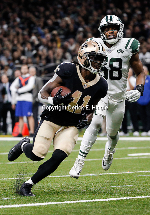 Dec 17, 2017; New Orleans, LA, USA; New Orleans Saints running back Alvin Kamara (41) runs past New York Jets inside linebacker Darron Lee (58) for a touchdown during the second quarter at the Mercedes-Benz Superdome. Mandatory Credit: Derick E. Hingle-USA TODAY Sports