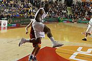 DESCRIZIONE : Roma Campionato Lega A 2011-12 Acea Virtus Roma<br /> Montepaschi Siena<br /> GIOCATORE : Bo McCalebb<br /> CATEGORIA : penetrazione<br /> SQUADRA : Montepaschi Siena<br /> EVENTO : Campionato Lega A 2011-2012<br /> GARA : Acea Virtus Roma Montepaschi Siena<br /> DATA : 26/02/2012<br /> SPORT : Pallacanestro<br /> AUTORE : Agenzia Ciamillo-Castoria/ElioCastoria<br /> Galleria : Lega Basket A 2011-2012<br /> Fotonotizia : Roma Campionato Lega A 2011-12 Acea Virtus Roma Montepaschi Siena<br /> Predefinita :