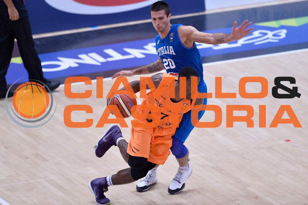 DESCRIZIONE : Trento Nazionale Italia Uomini Trentino Basket Cup Italia Paesi Bassi Italy Netherlands <br /> GIOCATORE : Charlon Kloof<br /> CATEGORIA : palleggio penetrazione<br /> SQUADRA : Paesi Bassi Netherlands<br /> EVENTO : Trentino Basket Cup<br /> GARA : Italia Paesi Bassi Italy Netherlands<br /> DATA : 30/07/2015<br /> SPORT : Pallacanestro<br /> AUTORE : Agenzia Ciamillo-Castoria/Max.Ceretti<br /> Galleria : FIP Nazionali 2015<br /> Fotonotizia : Trento Nazionale Italia Uomini Trentino Basket Cup Italia Paesi Bassi Italy Netherlands