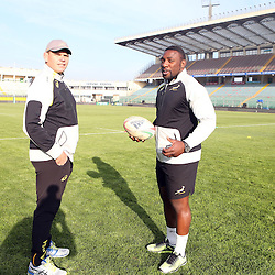 PADUA, ITALY - NOVEMBER 21: Pieter de Villiers (Scrum coach) of South Africa with Tendai Mtawarira during the South African national rugby team photograph and captains run at Stadio Euganeo on November 21, 2014 in Padua, Italy. (Photo by Steve Haag/Gallo Images)