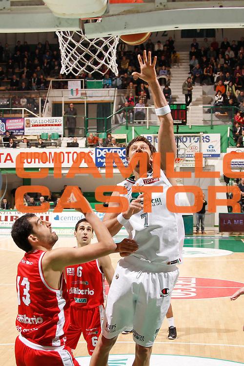 DESCRIZIONE : Siena Lega A 2011-12 Montepaschi Siena Cimberio Varese<br /> GIOCATORE : David Andersen<br /> CATEGORIA : tiro<br /> SQUADRA : Montepaschi Siena<br /> EVENTO : Campionato Lega A 2011-2012<br /> GARA : Montepaschi Siena Cimberio Varese<br /> DATA : 20/11/2011<br /> SPORT : Pallacanestro<br /> AUTORE : Agenzia Ciamillo-Castoria/P.Lazzeroni<br /> Galleria : Lega Basket A 2011-2012<br /> Fotonotizia : Siena Lega A 2011-12 Montepaschi Siena Cimberio Varese<br /> Predefinita :