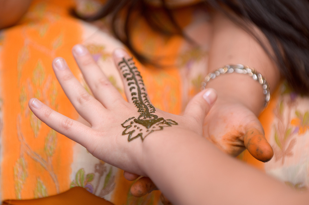 1824825th Annual International Street Fair.Virak Kruy, leading...Indian Tattoo for Weddings...Surbhi Sharma