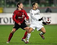 Fotball , 14. desember 2006 , UEFA-Cup Bayer 04 Leverkusen - Besiktas Istanbul<br /> <br /> v.l. Paul Freier , Deivson Besiktas<br /> <br /> Norway only