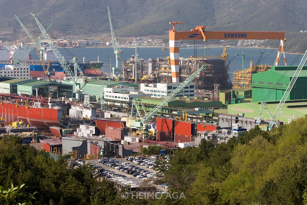 Geojedo (Geoje Island), Hallyeo Maritime National Park. Samsung shipyard.