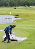 Biddinghuizen - Voorjaarswedstrijd dames 2007, Regen, Enorme regenbuien. Greenkeeper moest regelmatig de greens van water ontdoen. COPYRIGHT KOEN SUYK