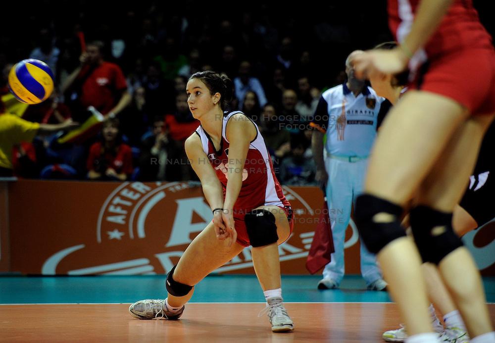 09-04-2009 VOLLEYBAL: EK JEUGD BELGIE - SERVIE: ROTTERDAM <br /> Belgie wint goud op het Europees Kampioenschp Jeugd door Servie met 3-1 te verslaan / Juliette Thevenin<br /> &copy;2009-WWW.FOTOHOOGENDOORN.NL