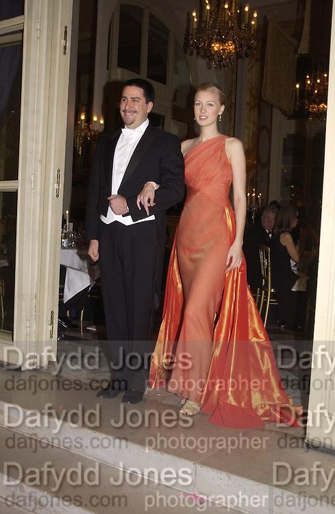 Marquise Francesca dal Pozzo d'Annone and her escort Carlo Arturo Garazzo. . Crillon Debutantes Ball 2002. Paris. 7 December 2002. © Copyright Photograph by Dafydd Jones 66 Stockwell Park Rd. London SW9 0DA Tel 020 7733 0108 www.dafjones.com