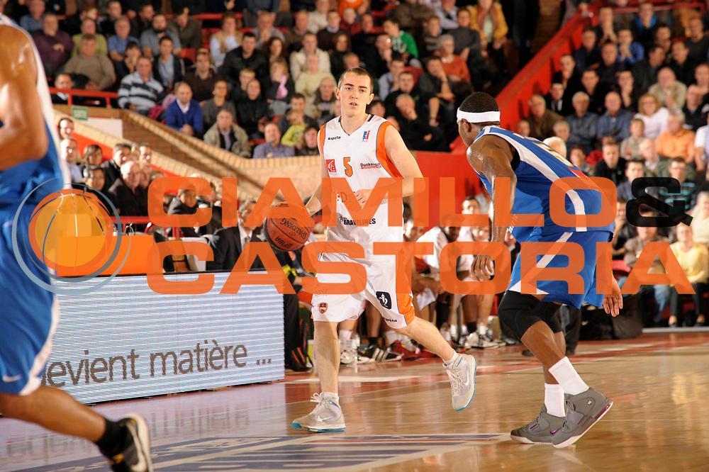 DESCRIZIONE : Championnat de France Basket Ligue Pro A  a Gravelines<br /> GIOCATORE : Jonathan Rousselle<br /> SQUADRA : Gravelines<br /> EVENTO : Ligue Pro A  2010-2011<br /> GARA : Gravelines Poitiers<br /> DATA : 09/11/2010<br /> CATEGORIA : Basketbal France Ligue Pro A<br /> SPORT : Basketball<br /> AUTORE : JF Molliere par Agenzia Ciamillo-Castoria <br /> Galleria : France Basket 2010-2011 Action<br /> Fotonotizia : Championnat de France Basket Ligue Pro A au Mans<br /> Predefinita :