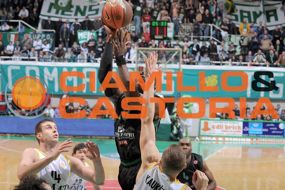 DESCRIZIONE : Siena Eurolega 2009-10 Top 16 Montepaschi Siena Real Madrid<br /> GIOCATORE : Romain Sato<br /> SQUADRA : Montepaschi Siena <br /> EVENTO : Eurolega 2009-2010<br /> GARA : Montepaschi Siena Real Madrid<br /> DATA : 11/02/2010 <br /> CATEGORIA : Tiro<br /> SPORT : Pallacanestro <br /> AUTORE : Agenzia Ciamillo-Castoria/G.Vannicelli<br /> Galleria : Eurolega 2009-2010 <br /> Fotonotizia : Siena Eurolega 2009-10 Top 16 Montepaschi Siena Real Madrid<br /> Predefinita :