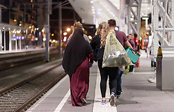 13.09.2015, Hauptbahnhof Salzburg, AUT, Fluechtlinge am Hauptbahnhof Salzburg auf ihrer Reise nach Deutschland, im Bild freiwillige Helfer verlassen den Bahnsteig // volunteers leave the platform. According to reports thousands of refugees fleeing violence and persecution in their own countries continue to make their way toward the EU, just days before Euopean leaders are set to meet in Brussels to discuss a solution to the arrival of so many people, Main Train Station, Salzburg, Austria on 2015/09/13. EXPA Pictures © 2015, PhotoCredit: EXPA/ JFK