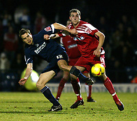 Photo: Chris Ratcliffe.<br /> Southend United v Swindon Town. Coca Cola League 1. 27/01/2006.<br /> Mark Bentley (L) of Southend and Andy Nicholas of windon tussle for the ball
