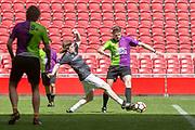 Johan Cruijff ArenA, Amsterdam. FC Kensington vs FC Coen en Sander. Op de foto: Jan Haker en Coen Swijnenberg