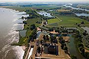 Nederland, Gelderland, Gemeente Zaltbommel, 08-07-2010; Poederoijen Slot Loevestein met links de Waal. Op het middenplan de Buitenpolder Het Munnikeland. De Waalkade (links) zal verlaagd worden in het kader van van het programma Ruimte voor de Rivier, de polder zal in de toekomst weer als komgebied gebruikt kunnen gaan worden voor de opvang van water bij hoge waterstanden. Kasteel Loevestein maakt deel uit van de Hollandse Waterlinie..Loevestein castle and river Waal,  part of the defense line Holland Waterline..Under the program 'space for the river', there are plans to use the polder (top) as retaining basin during high water. .luchtfoto (toeslag), aerial photo (additional fee required).foto/photo Siebe Swart.