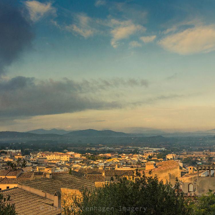 Blick auf Altstadt Capdepera bei Snnenaufgang, Capdepera, Mallorca, Spanien