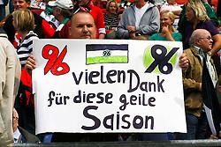 14.05.2011, AWD Arena, Hannover, GER, 1.FBL, Hannover 96 vs 1.FC Nuernberg, im Bild ein Fan haelt ein Plakat hoch und bedankt sich fuer die Saison .EXPA Pictures © 2011, PhotoCredit: EXPA/ nph/  Schrader       ****** out of GER / SWE / CRO  / BEL ******