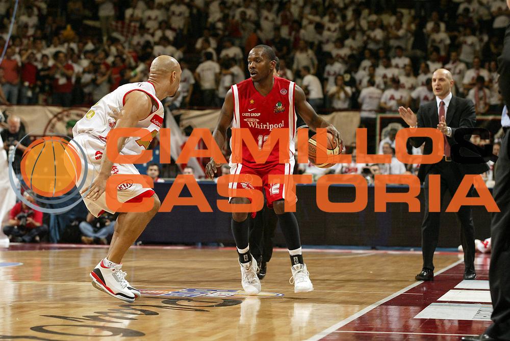 DESCRIZIONE : Milano Lega A1 2006-07 Playoff Quarti di Finale Gara 1 Armani Jeans Milano Whirlpool Varese<br /> GIOCATORE : Keys<br /> SQUADRA : Whirlpool Varese<br /> EVENTO : Campionato Lega A1 2006-2007 Playoff Quarti di Finale Gara 1<br /> GARA : Armani Jeans Milano Whirlpool Varese<br /> DATA : 16/05/2007 <br /> CATEGORIA : Palleggio<br /> SPORT : Pallacanestro <br /> AUTORE : Agenzia Ciamillo-Castoria/G.Cottini