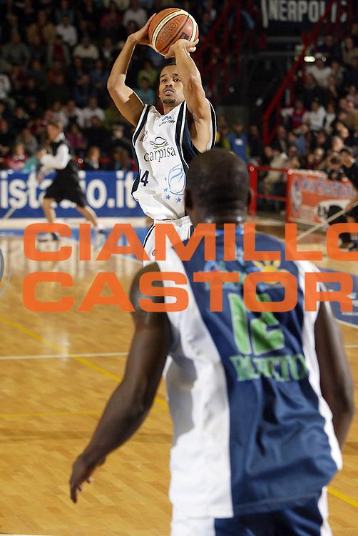 DESCRIZIONE : Napoli Lega A1 2005-06 Carpisa Napoli Basket-Roseto Basket<br /> GIOCATORE : Greer<br /> SQUADRA : Carpisa Napoli Basket<br /> EVENTO : Campionato Lega A1 2005-2006<br /> GARA : Carpisa Napoli Basket Roseto Basket<br /> DATA : 20/11/2005 <br /> CATEGORIA : <br /> SPORT : Pallacanestro <br /> AUTORE : Agenzia Ciamillo-Castoria/E.Castoria
