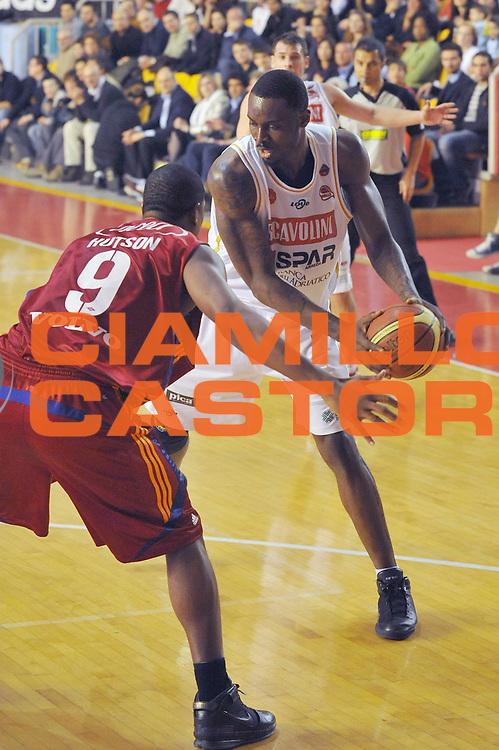 DESCRIZIONE : Roma Lega A 2008-09 Lottomatica Virtus Roma Scavolini Spar Pesaro<br /> GIOCATORE : Jeleel Akindele<br /> SQUADRA : Scavolini Spar Pesaro<br /> EVENTO : Campionato Lega A 2008-2009<br /> GARA : Lottomatica Virtus Roma Scavolini Spar Pesaro<br /> DATA : 15/03/2009<br /> CATEGORIA : Palleggio<br /> SPORT : Pallacanestro<br /> AUTORE : Agenzia Ciamillo-Castoria/G.Vannicelli
