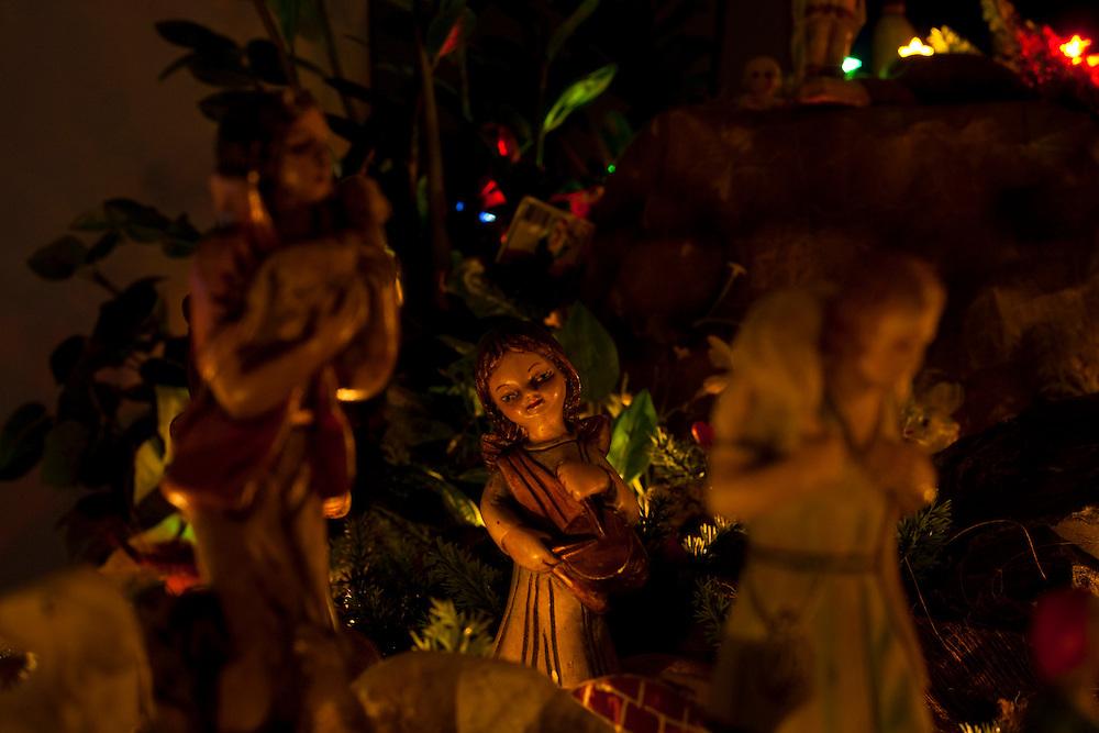 Belo Horizonte_MG, Brasil...Presepio na casa de uma familia. ..The Christmas crib in a family house...Foto: LEO DRUMOND / NITRO