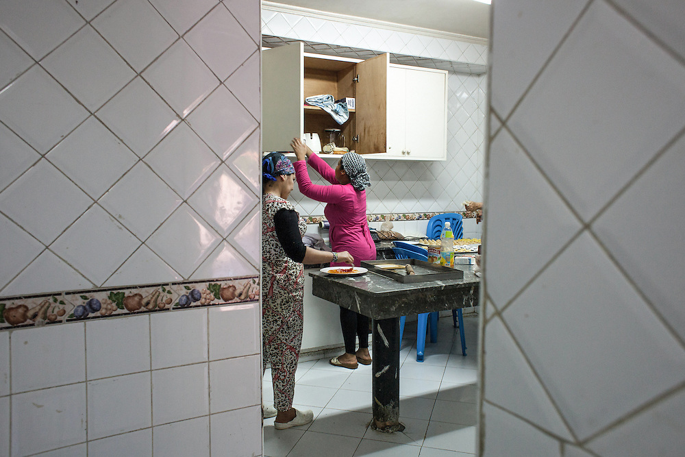 Casablanca, March 2015. S. and F. are going to bake the pastries freshly prepared. Days of these girls are well filled: they work 6 days a week, without rest, studying and taking care of their children.They not even have time to cry for their fate. Surely, with the help of the association, they have learned to struggle to keep from being overwhelmed by prejudice and ignorance.