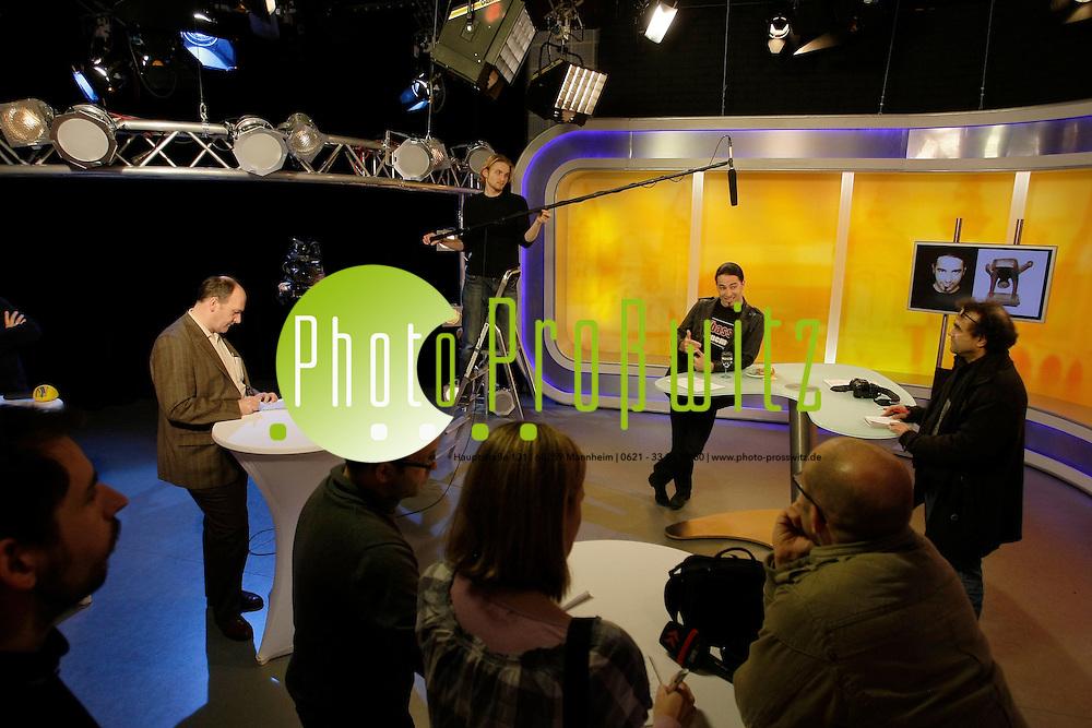 Mannheim. 17.01.2012. RNF (Rhein Neckar Fernsehen) Studio. Interview mit Comedian B&cedil;lent Ceylan. Er erh&permil;lt den Bloomaulorden.<br /> Bild: Markus Proflwitz 17JAN12 / masterpress /