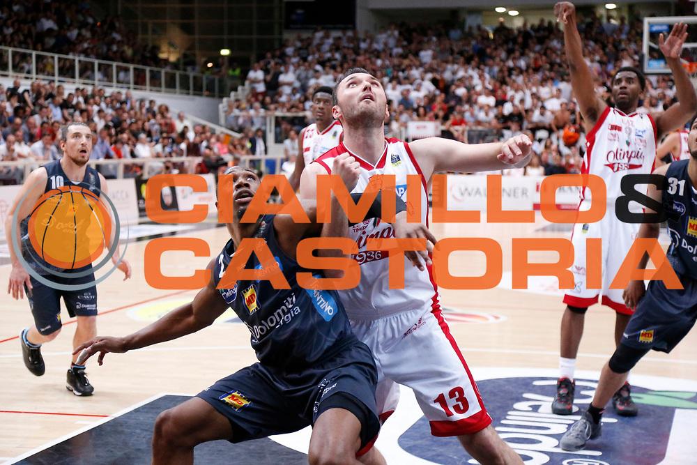 Dominique Sutton, Milan Macvan<br /> Dolomiti Energia Aquila Basket Trento - EA7 Emporio Armani Olimpia Milano<br /> Semifinale Gara 4, Lega Basket Serie A 2016/2017<br /> PalaTrento 31/05/2017<br /> Foto Ciamillo-Castoria / M.Brondi