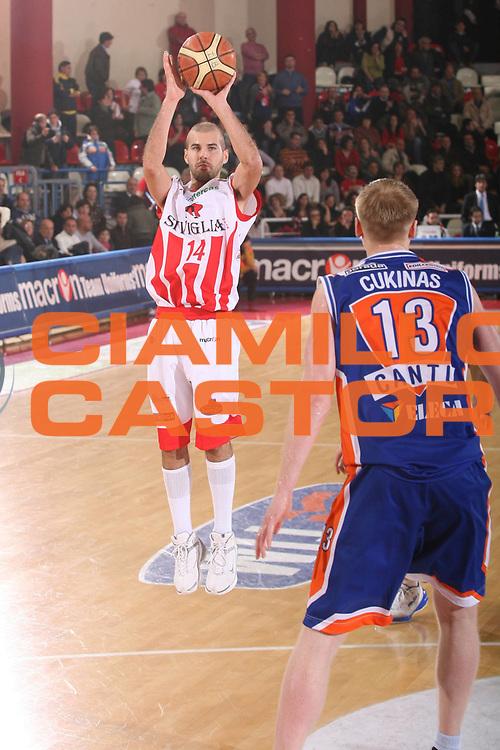 DESCRIZIONE : Teramo Lega A1 2007-08 Siviglia Wear Teramo Tisettanta Cantu <br /> GIOCATORE : Marco Carra <br /> SQUADRA : Siviglia Wear Teramo <br /> EVENTO : Campionato Lega A1 2007-2008 <br /> GARA : Siviglia Wear Teramo Tisettanta Cantu <br /> DATA : 24/02/2008 <br /> CATEGORIA : Tiro Three Points <br /> SPORT : Pallacanestro <br /> AUTORE : Agenzia Ciamillo-Castoria/G.Ciamillo <br /> Galleria : Lega Basket A1 2007-2008 <br />Fotonotizia : Teramo Campionato Italiano Lega A1 2007-2008 Siviglia Wear Teramo Tisettanta Cantu <br />Predefinita :
