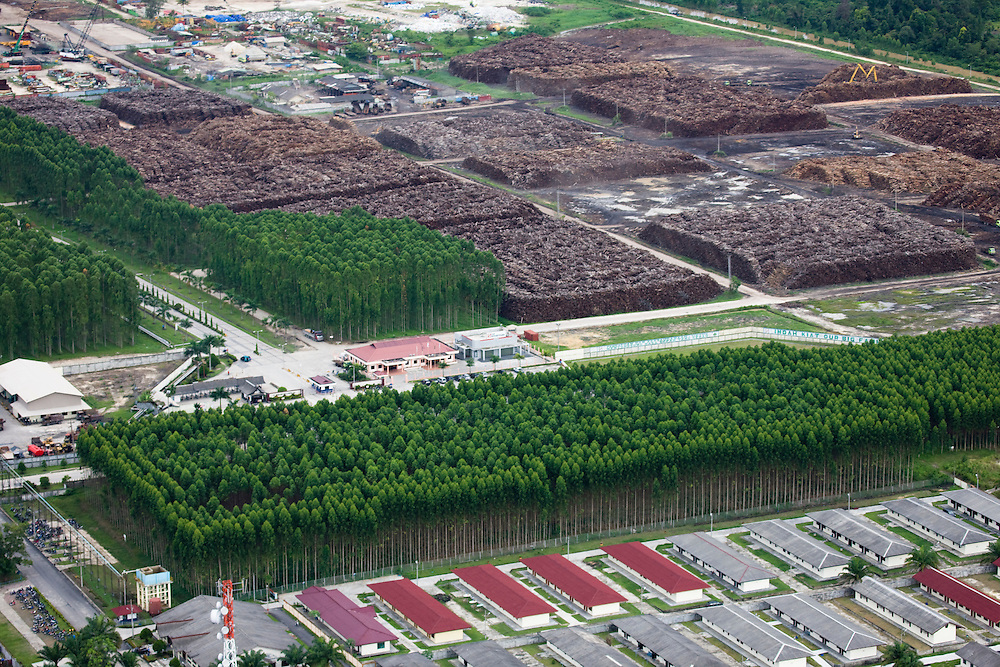 The P.T. Indah Kiat Pulp and Paper Terbuka Company plant is located near Perawang, Indonesia, on the island of Sumatra, and is owned by the APP (Asia Pulp and Paper) group, Aug. 28, 2008..Daniel Beltra/Greenpeace