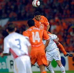04-06-2005 VOETBAL: NEDERLAND-ROEMENIE: ROTTERDAM <br /> Het Nederlands elftal heeft weer een stap gezet richting het WK van volgend jaar in Duitsland. In Rotterdam werd Roemenië met 2-0 verslagen / Hedwiges Maduro<br /> ©2005-WWW.FOTOHOOGENDOORN.NL