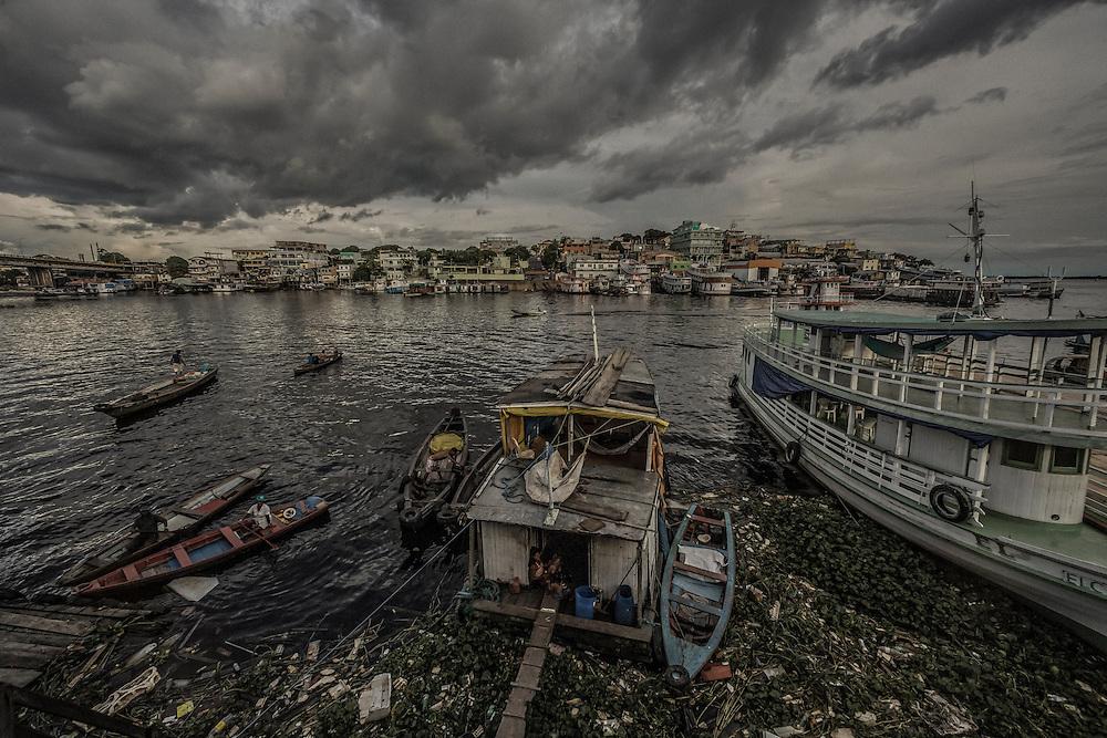 Brazil, Amazonas, rio Negro, Manaus. <br /> <br /> Quartier du port. Igarape dos educandos.