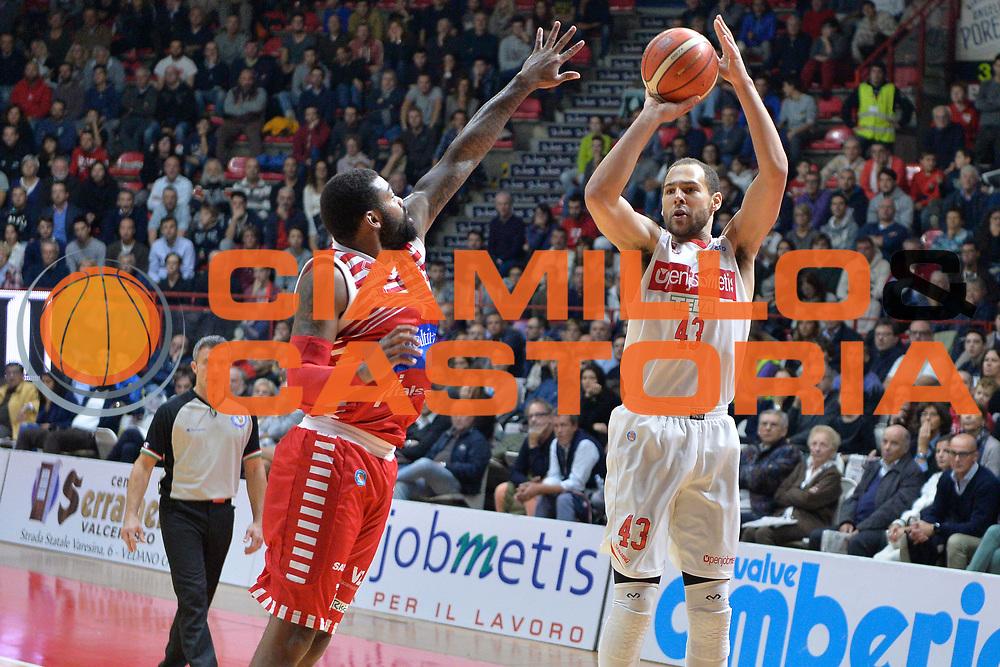 DESCRIZIONE : Varese Lega A 2015-16 Openjobmetis Varese vs Consultinvest Pesaro<br /> GIOCATORE : Mychel Thompson<br /> CATEGORIA : Tiro<br /> SQUADRA : Openjobmetis Varese<br /> EVENTO : Campionato Lega A 2015-2016<br /> GARA : Openjobmetis Varese Consultinvest Pesaro<br /> DATA : 18/10/2015<br /> SPORT : Pallacanestro <br /> AUTORE : Agenzia Ciamillo-Castoria/I.Mancini<br /> Galleria : Lega Basket A 2015-2016  <br /> Fotonotizia : Openjobmetis Varese  Lega A 2015-16 Openjobmetis Varese vs Consultinvest Pesaro<br /> Predefinita :