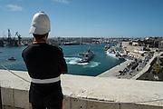 Malta, La Valletta. Vista dalla Welcome Battery. Sullo sfondo vicino alle ciminiere il centro di Marsa