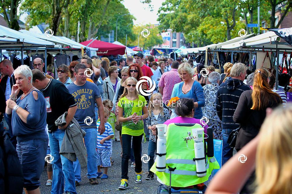 HEDEL - De jaarlijkse braderie in Hedel. FOTO LEVIN DEN BOER - PERSFOTO.NU