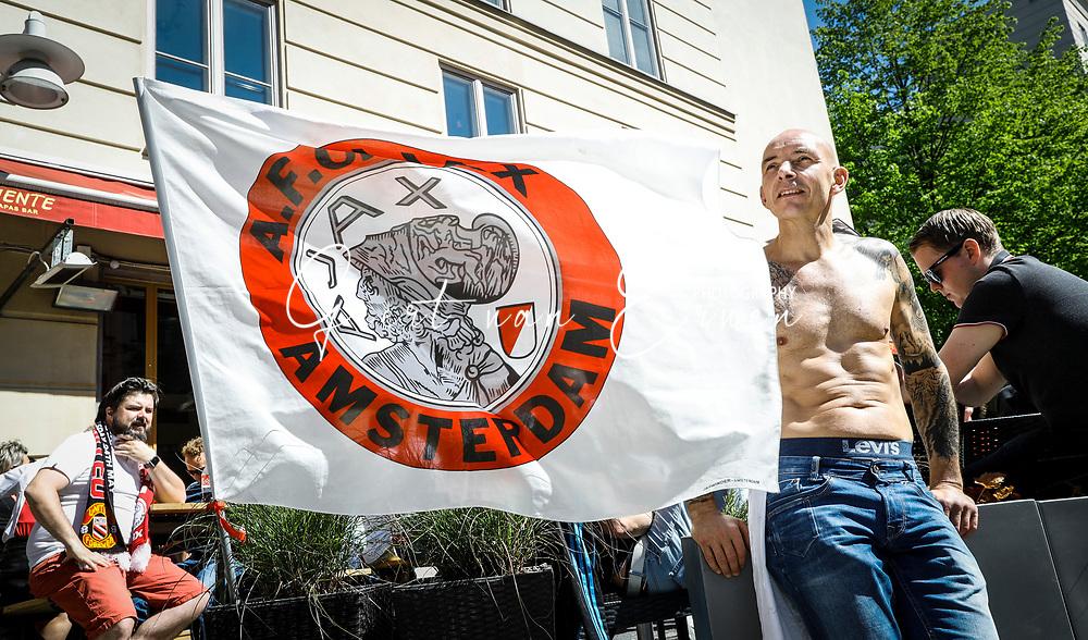 24-05-2017 VOETBAL:AJAX FANZONE IN STOCKHOLM<br /> De Ajax Fanone in Stockholm werd een Hazes Jordaans feestje met de vele supporters van Ajax<br /> <br /> Foto: Geert van Erven
