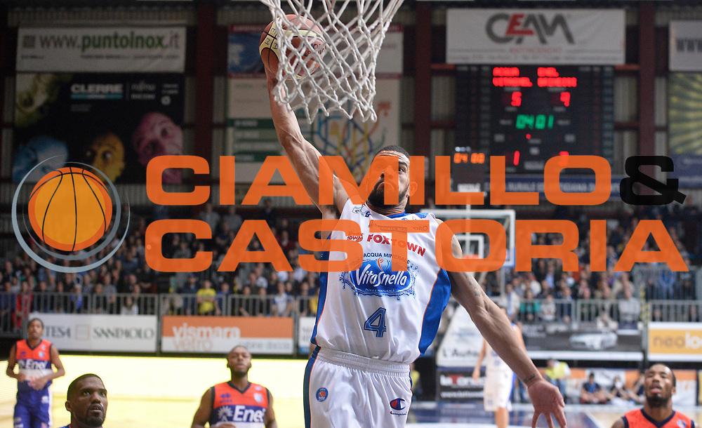 DESCRIZIONE : Cantu' Lega A 2014-2015 Acqua Vitasnella Cantu' Enel Brindisi<br /> GIOCATORE : James Feldeine<br /> CATEGORIA : schiacciata<br /> SQUADRA : Acqua Vitasnella Cantu'<br /> EVENTO : Campionato Lega A 2014-2015<br /> GARA : Acqua Vitasnella Cantu' Enel Brindisi<br /> DATA : 29/11/2014<br /> SPORT : Pallacanestro<br /> AUTORE : Agenzia Ciamillo-Castoria/R.Morgano<br /> GALLERIA : Lega Basket A 2014-2015<br /> FOTONOTIZIA : Cantu' Lega A 2014-2015 Acqua Vitasnella Cantu' Enel Brindisi<br /> PREDEFINITA :
