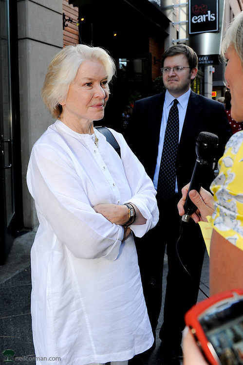 August 27, 2008 - Actress Ellen Burstyn answers questions from the media prior to attending the Spotlight Initiative Award Morning Reception Honoring Annette Bening during the 2008 Democratic National Convention in Denver.