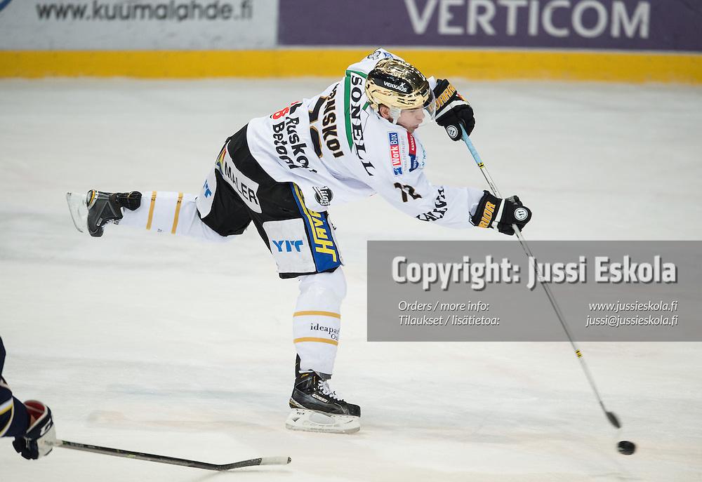 Joonas Donskoi. Blues - Kärpät. SM-liiga. 3.2.2015. Photo: Jussi Eskola
