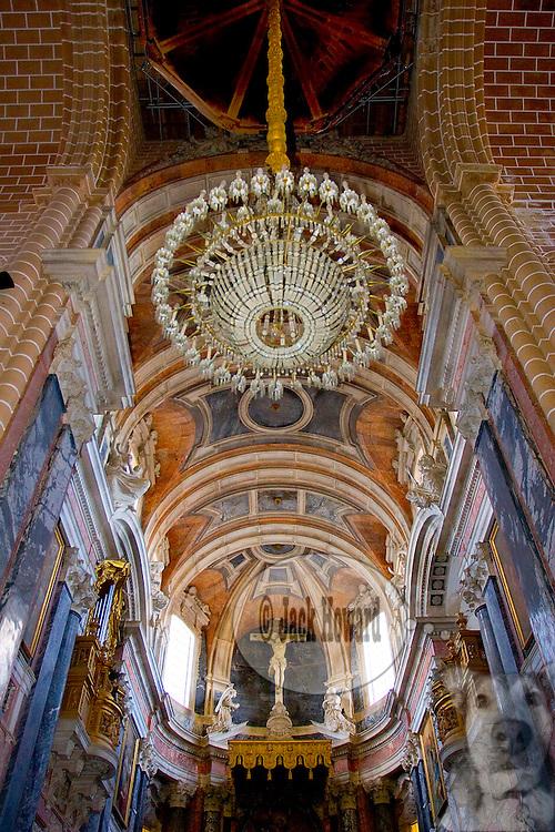 06/2005 - Evora, Portugal - Interior of the Cathedral of Evora, or 'Se Evora', in Portuguese.