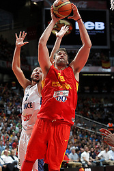 23.08.2013, Palacio de los Deportes, Madrid, ESP, Basketball Freundschaftsspiel, Spanien vs Frankreich, im Bild Spain's Marc Gasol (r) and France's Joffrey Lauvergne // during a Basketball international friendly between Spain and France, Palacio de los Deportes in Madrid, Spain on 2013/08/23. EXPA Pictures © 2013, PhotoCredit: EXPA/ Alterphotos/ Acero<br /> <br /> ***** ATTENTION - OUT OF ESP and SUI *****