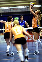 19-04-2008 VOLLEYBAL: AMVJ - DELA MARTINUS: AMSTELVEEN<br /> Martinus wint ook de derde wedstrijd in de best of 7 en is nog een overwinning verwijderd van het landskampioenschap / Quinta Steenbergen<br /> &copy;2008-WWW.FOTOHOOGENDOORN.NL