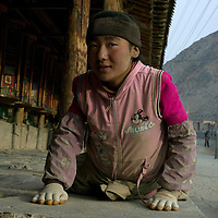 APRIL 5, 2012 : a Tibetan nomad prays in the streets of Labrang monastery .