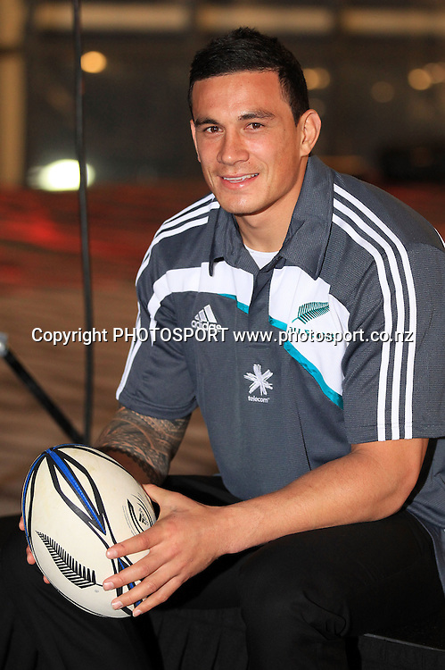 Sonny Bill Willliams shakes hands with Graham Henry after being named in the Zealand All Blacks touring squad to depart for Hong Kong, UK and Ireland. Eden Park, Sunday 17 October 2010. Photo: Andrew Cornaga/photosport.co.nz