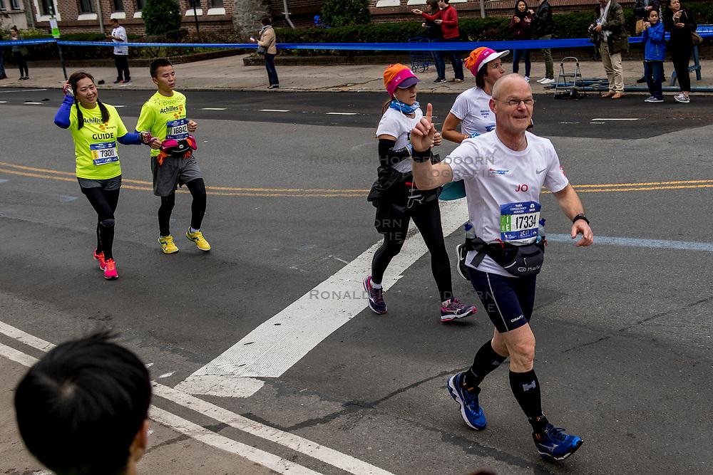 05-11-2017 USA: NYC Marathon We Run 2 Change Diabetes day 3, New York<br /> De dag van de marathon, 42 km en 195 meter door de straten van Staten Island, Brooklyn, Queens, The Bronx en Manhattan / Jo